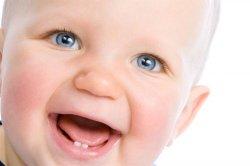 Что делать, когда у ребёнка режутся зубы