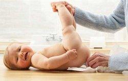 Понос у младенца: что делать?